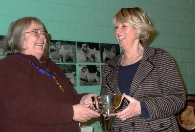 Dot Britten accepted the Maplehurst Bowl for Diane Jenkins' Ch Krisma Crossfire