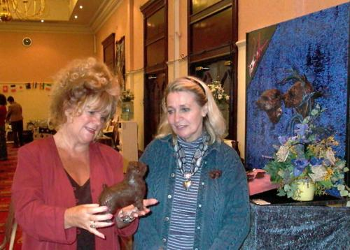 Patsy Ann donated a superb sculpture for Best in Show. Elisabeth Matell is full of admiration for her work.